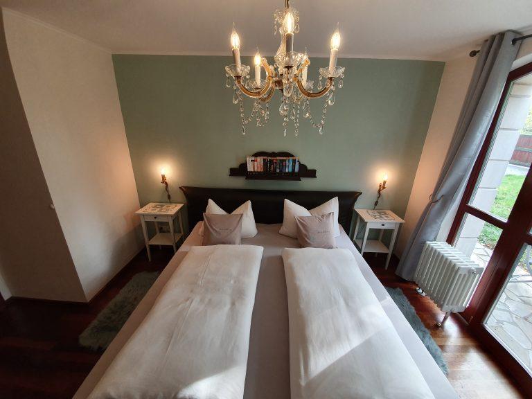 Gemütliches Doppelbett in Ferienwohnung Haus Elbling